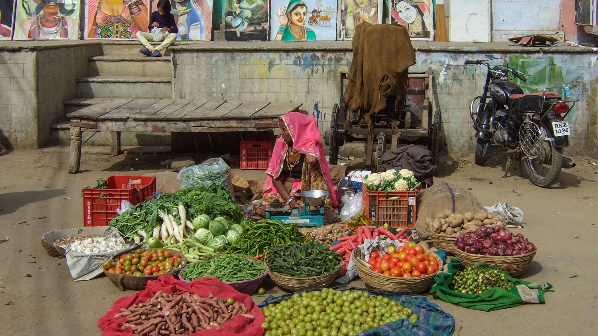 Pushkar'da bir sebze-meyve tezgahı