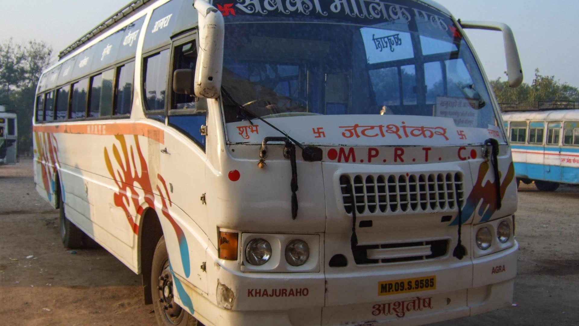 Superfast and Deluxe Jhansi otobüsü