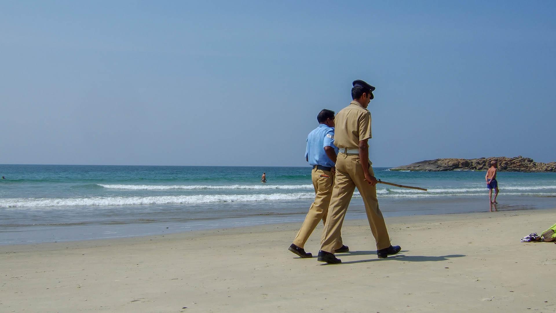 Eli sopalı turist polisi