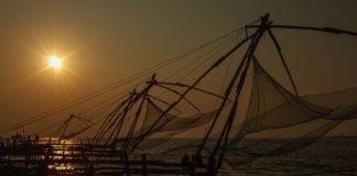 Balık ağları ve güneşin batışı