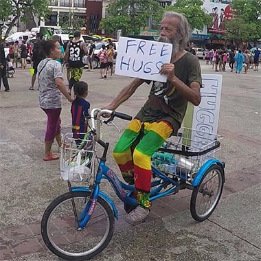 Free Hugs Luciano